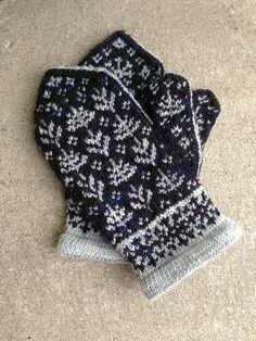 Ravelry: Tundra Mittens I Mittens Pattern, Knit Mittens, Knitted Gloves, Fair Isle Knitting, Hand Knitting, Double Knitting Patterns, Norwegian Knitting, Yarn Stash, Fabric Yarn