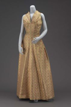 1934, America - Evening dress by Elizabeth Hawes - Silk brocade with silk and gold metallic yarns, and metal hooand eye closure
