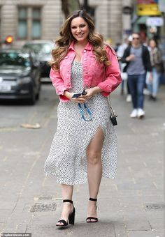 Kelly Brook shows off her legs in a sexy split dress after Spanish getaway with beau Jeremy Parisi Kelly Brook Bikini, Kelly Brook Style, Kelly Brook Hot, Curvy Women Outfits, Clothes For Women, Paris I, Spanish Dress, Angela Simmons, Elizabeth Hurley