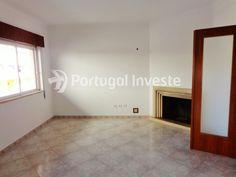 Vende apartamento T3, remodelado, boas áreas, Cruz de Pau - Portugal Investe