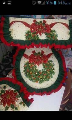 Lenceria de baño de navidad Christmas Projects, Christmas Home, Christmas Holidays, Christmas Ornaments, Unique Christmas Decorations, Holiday Themes, Holiday Decor, Christmas Fabric, Christmas Inspiration