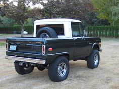old ford trucks Classic Bronco, Classic Ford Broncos, Ford Classic Cars, Classic Trucks, Old Ford Trucks, Lifted Trucks, Pickup Trucks, Car Ford, Ford 4x4