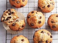 Bakery style chocolate chip muffins recipe - Chatelaine While we love supportin. Bakery style chocolate chip muffins recipe – Chatelaine While we love supporting our local baker Muffin Recipes, Baking Recipes, Baking Tips, Baking Basics, Oreo, Simple Muffin Recipe, Brownie Muffin Recipe, Looking For A Recipe, Zucchini Muffins