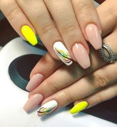 62 Most Beautiful And Lovely Yellow Color Nails Inspirational Ideas For Prom And Wedding - Page 42 of 63 - Coco Night Sexy Nails, Hot Nails, Trendy Nails, Yellow Nails Design, Yellow Nail Art, Hot Nail Designs, Nail Colors, Color Nails, Fabulous Nails