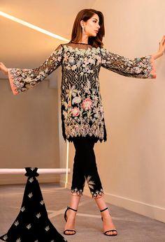 Latest Pakistani Fashion, Pakistani Fashion Party Wear, Pakistani Dresses Casual, Pakistani Wedding Outfits, Pakistani Bridal Wear, Pakistani Dress Design, Shadi Dresses, Indian Designer Outfits, Indian Outfits