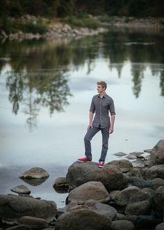 Matt Shumate photography senior boy session standing on rocks by the river scenic background in Spokane WA