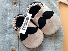Mister Moustache Babyshoes Krabbelschuhe aus von VLINDERSBABY