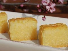 BUTTER MOCHI CAKE recipe (only used 1 ½ cups of organic cane sugar instead and it was the best mochi cake I have ever made/had) Hawaiian Desserts, Asian Desserts, Just Desserts, Delicious Desserts, Gourmet Desserts, Dessert Chef, Japanese Treats, Japanese Desserts, Japanese Food