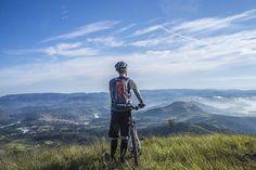 Finding The Top Mountain Bike Helmets - Best Recumbent Bikes Cycling Gloves, Cycling Bikes, Cycling Shorts, Cycling Equipment, Mountain Bike Helmets, Mountain Biking, Die Eifel, Road Bike Women, Tips
