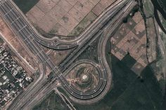 Yamuna Expressway greater Noida to Agra 165 km long expressway developed by JP. Google Arial view of yamuna expressway. www.gaursyamunacity.in