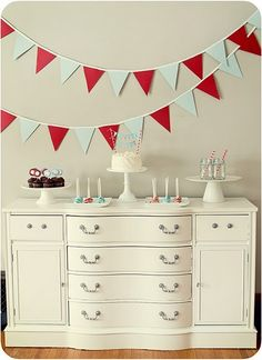 extremely simple, but clean and very cute!  sometimes less is more!
