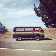 vw bus rainbow / photo by Foster Huntington Volkswagen Bus, Volkswagen Transporter, Vw T1, Vw Vanagon, Volkswagen Beetles, Kombi Hippie, Hippie Car, Hippie Life, Rainbow Vans