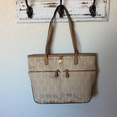 NWT Michael Kors Kempton medium pocket tote Brand new. I'm open to reasonable offers Michael Kors Bags Shoulder Bags