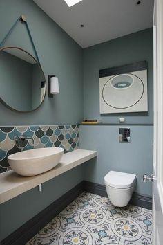 31 Colorful Bathroom That Look Fantastic #bathroom #navybathroom #paintingbathroom #remodelacióndebaños