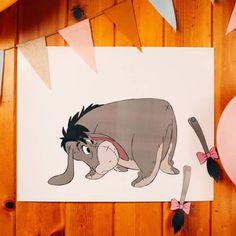 I-Aah sucht nach seinem Schwanz. Kannst du ihm helfen, ihn wiederzufinden? Derjenige, der I-Aahs Schwanz am nächsten zum eigentlichen Schwanz positioniert, hat gewonnen! Perfekt für eine von Winnie inspirierte Party.