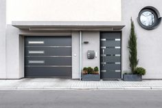 Doors with a personal touch Matching design entrance & garage doors from one manufacturer Front Door Entrance, Front Entrances, Front Doors, Royal Doors, Front Gate Design, Fence Design, Garage Door Opener Remote, Garage Door Installation, Door Insulation
