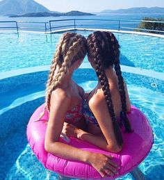 Before the summer ends, there is one thing that you must do: have a photo shoot with your bff in the pool. there are so many different poses you can do that Best Friend Pictures, Bff Pictures, Friend Photos, Photos Bff, Cute Photos, Bff Pics, Hotel Martinez Cannes, Best Friend Fotos, Best Friend Photography