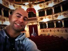 Twitter / @Ignacio Izquierdo: En el teatro Verdi, dejando todo listo para el estreno de mi nueva Opera