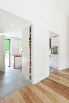 Entry and kitchen - Waldhaus am Königswald, Holzhaus BDA Preis 2012, German Design Award special mention 2014