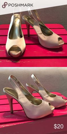 Champagne pumps Beautiful champagne colored pumps. Slight wear from one fun wedding! 💃🏼 Still great condition Kelly & Katie Shoes Heels