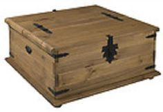 New Pine Corona Double Trunk, Blanket Box, Toy Box Waxed Finish Mexican Style Coffee Table Toy Box, Coffee Table Design, Old Trunks, Trunks And Chests, Wooden Blanket Box, Vida Design, Cozy Living Rooms, Mexican Style, Solid Pine