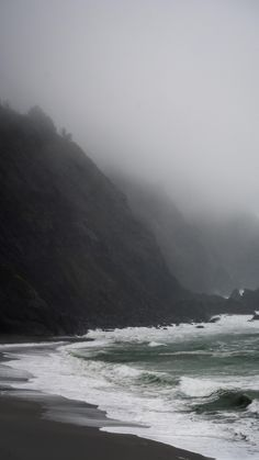 A picture captured along the southern part of the Oregon coast on a foggy day. The Places Youll Go, Places To Go, Beach Wallpaper, Forest Wallpaper, Beach Aesthetic, All Nature, Halloween Wallpaper Iphone, Oregon Coast, Aesthetic Pictures