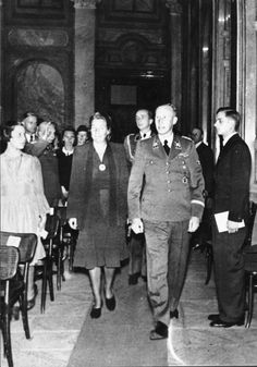 In Prague, the day before his assassination, Reinhard Heydrich and wife Lina Heydrich attend a concert of Richard Bruno Heydrich's music in the Waldstein Palace, 26 May 1942 Luftwaffe, German Soldiers Ww2, The Blitz, The Third Reich, Historical Pictures, World War Two, Wwii, How To Memorize Things, Germany