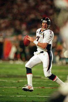 John Elway, Denver Broncos starting and winning QB in Super Bowls 32 and 33 Denver Broncos Players, Denver Bronco Cheerleaders, Denver Broncos Football, Go Broncos, Broncos Fans, Soccer Players, Football Baby, American Football League, John Elway
