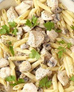 A quick fall pasta? An easy dish with penne, chicken cubes and mushrooms. Delicious herb cheese that melts nicely over the pasta. Spicy Recipes, Pasta Recipes, Italian Recipes, Cooking Recipes, Healthy Recipes, Food Porn, Tasty Dishes, No Cook Meals, Love Food