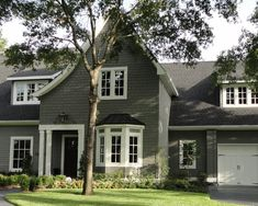 Exterior Paint Colors - You want a fresh new look for exterior of your home? Get inspired for your next exterior painting project with our color gallery. All About Best Home Exterior Paint Color Ideas Exterior Gris, Exterior Gray Paint, Exterior Color Schemes, House Paint Exterior, Exterior House Colors, Exterior Design, Gray Siding, Black Exterior, Siding Colors