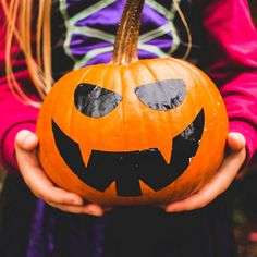 Grinning Ghouls: 31 Halloween Jokes for Kids Funny Halloween Jokes, Halloween Party Games, Halloween Quotes, Happy Halloween, Halloween Costumes, Family Halloween, Spooky Games, Fun Costumes, Halloween Activities