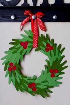 Christmas Crafts for Christmas Crafts for Kids to Make - 26 DIY Easy Decorations for Children. Are you looking for some fun and easy Christmas crafts for kids to make at home or in school? Save collection of DIY decorations to make with your children!