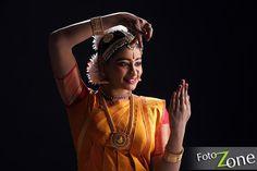 #classicaldance #bharathanatyam #Arangetramphotoshoot #Invitationphotoshoot Dancers Pose, Dance Photography Poses, Indian Classical Dance, Dance Art, Dance Moves, Indian Art, Photo Shoot, Dancing, Study