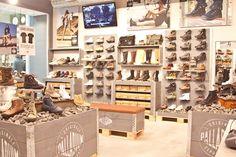 Palladium shoe display