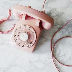 Pink retro phone aesthetic think, rosa, pink Betty Cooper Aesthetic, Aesthetic Vintage, 1950s Aesthetic, Aesthetic Girl, Aesthetic Pastel Pink, Peach Aesthetic, Aesthetic Collage, Aesthetic Photo, Telephone Vintage