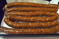 Salam de casa ca la Arad și Nadlac | Savori Urbane Tasty, Yummy Food, Sausage Recipes, Charcuterie, Hot Dogs, Carne, The Cure, Bacon, Bbq