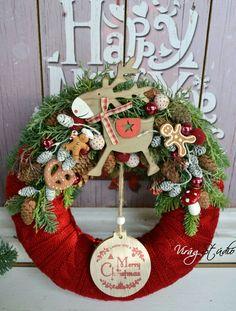 Virág Stúdió - Home Center fényképe. Christmas Flower Decorations, Christmas Advent Wreath, Crochet Christmas Trees, Christmas Arrangements, Christmas Swags, Christmas Makes, Noel Christmas, Outdoor Christmas, Winter Christmas