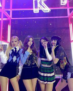 #blackpink Kpop Girl Groups, Korean Girl Groups, Kpop Girls, Blackpink Lisa, Blackpink Jennie, Mode Kpop, Kim Jisoo, Black Pink Kpop, Blackpink Photos