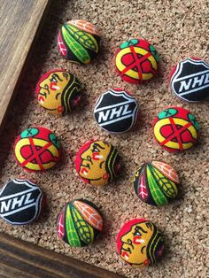 Thumb Tacks made from Chicago Blackhawks Fabric, Push Pins, Thumbtacks, Sports Decor, Ice Hockey Gif Hockey Crafts, Hockey Decor, Chicago Blackhawks, Stocking Stuffers For Men, Diy Gift Baskets, Rock Painting Designs, Pet Rocks, Stone Art, Painted Rocks