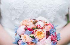 Bunter Brautstrauß 😍 www.lisa-liebt.de  florale Manufaktur Bunt, Wedding, Best Flowers, Confetti, Floral Wreath, Amor, Nice Asses, Casamento, Weddings