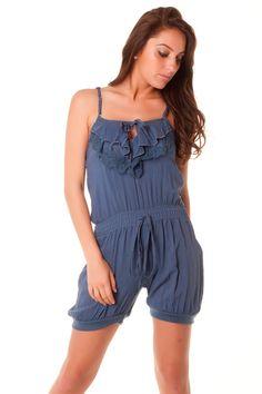 Combi-short très pas cher en bleu avec dentelle au dos. vêtement pas cher.  Des Vetements mode et fashion en Gros à prix Déstockage ! 132b3c57f20