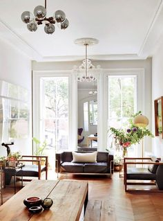tall ceilings with crown molding. / sfgirlbybay