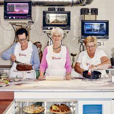 Café Vollpension im Bezirk - Wien Restaurant Hamburg, Talk To Strangers, Coffee Culture, Julie, Eastern Europe, Time Travel, Travel Europe, Back In The Day, Vienna