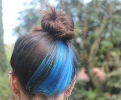 Lagoon blue hair # lagune - Home Diy İdeas Blue Hair Streaks, Ombre Hair Color, Cool Hair Color, Hair Dyed Underneath, Rasta Hair, Peekaboo Hair, Color Fantasia, Underlights Hair, Natural Wavy Hair