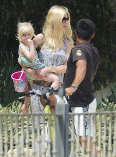 Claudia Schiffer Vacations In Marbella With Her Family – Gallery Photo 1 | Celebrity Baby Scoop