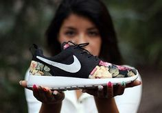 New 2014 women's Nike shoes. Like this! Hope it be mine!