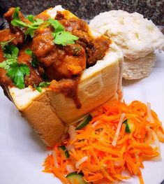 Here's the step by step guide on preparing this South African cuisine - how to make mutton bunny chow recipe. A Durban classic recipe. South African Dishes, South African Recipes, Indian Food Recipes, Ethnic Recipes, South African Bunny Chow, Lamb Dishes, Curry Dishes, Braai Recipes, Cooking Recipes