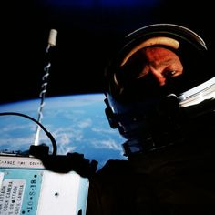 first space selfie during Gemini 12 mission in 1966 Buzz Aldrin
