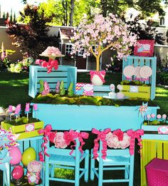 Lots of cute birthday, holiday, kid and adult party ideas with pics.