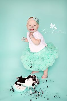 Cake smash love!! Doing this for Josie's bday, but with a pink pettiskirt :)